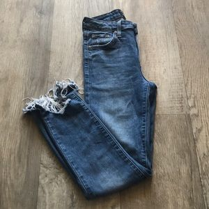 Medium wash cropped frayed ankle jeans